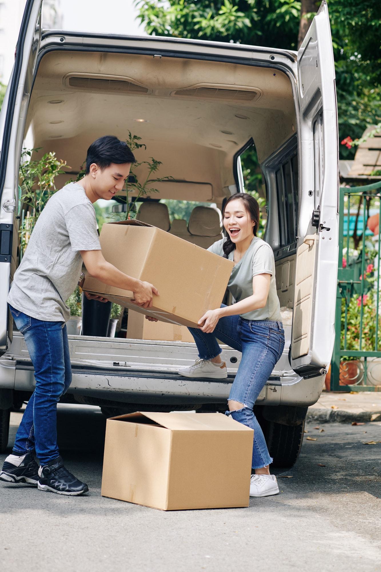 couple-unloading-truck.jpg